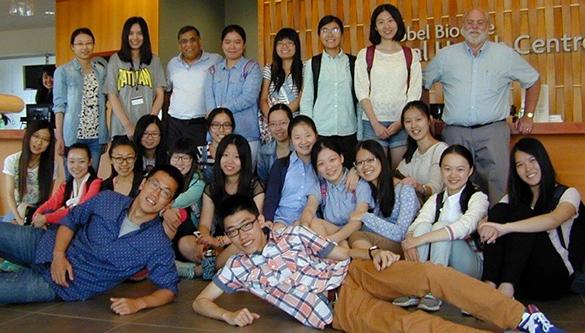 Dental Students From Ten Chinese Universities Gather Around Ravindra Shah